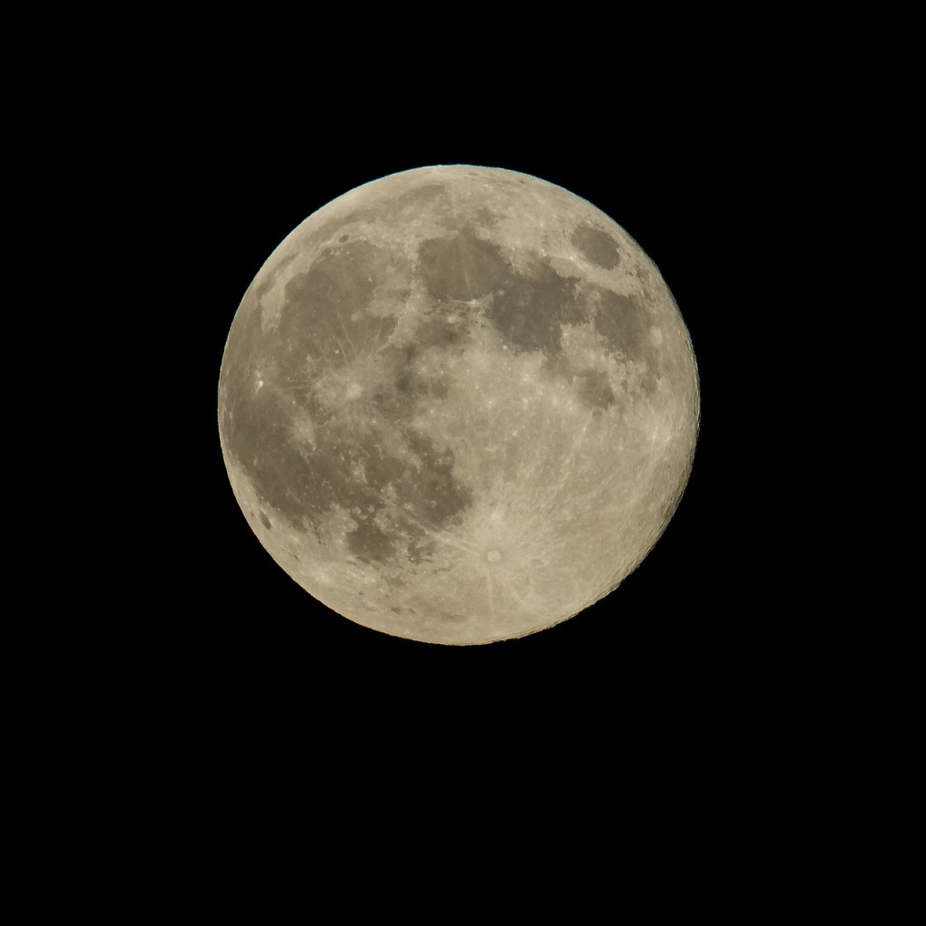 West End News - Astrological Forecast: 3 retrograde planets - photo of full moon
