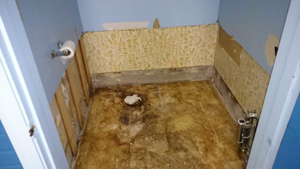 West End News: Soap Bubble Laundromat: Damage in bathroom