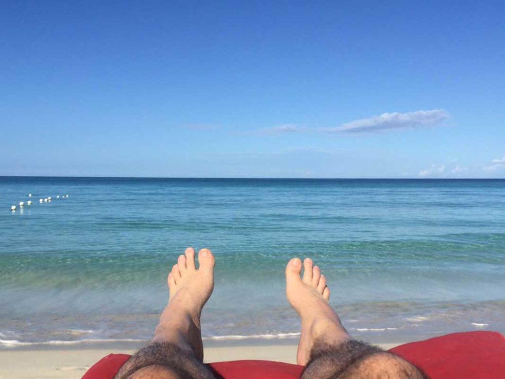 West End News - Sun protection - sun bathing on the beach