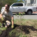 West End News - Harbor View Park planting day - Aaron Parker leads demo