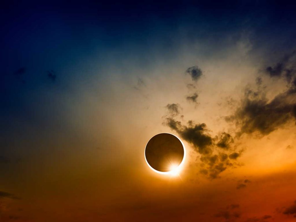West End News - Rolling Out the Carpet for Eclipse Season - Solar eclipse stock photo