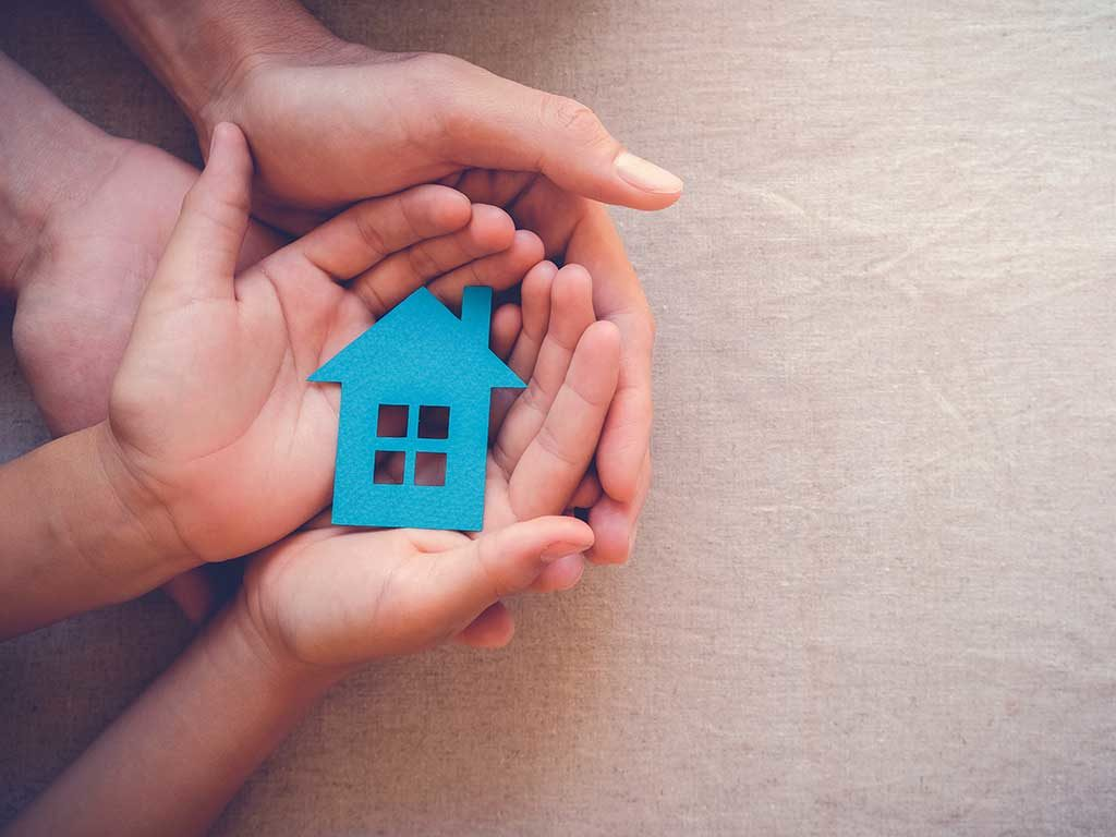 West End News - hands holding home - © sewcream / Adobe Stock