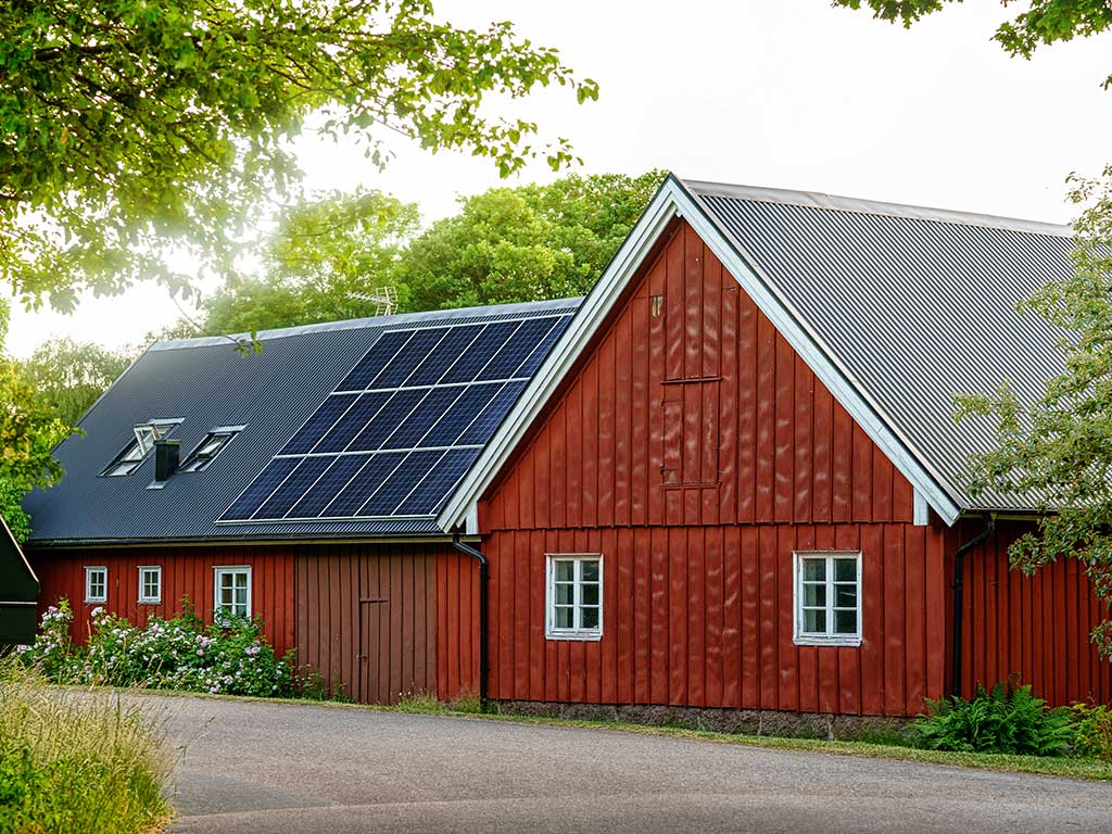 West End News - One Climate Future - Solar panels on old farm house